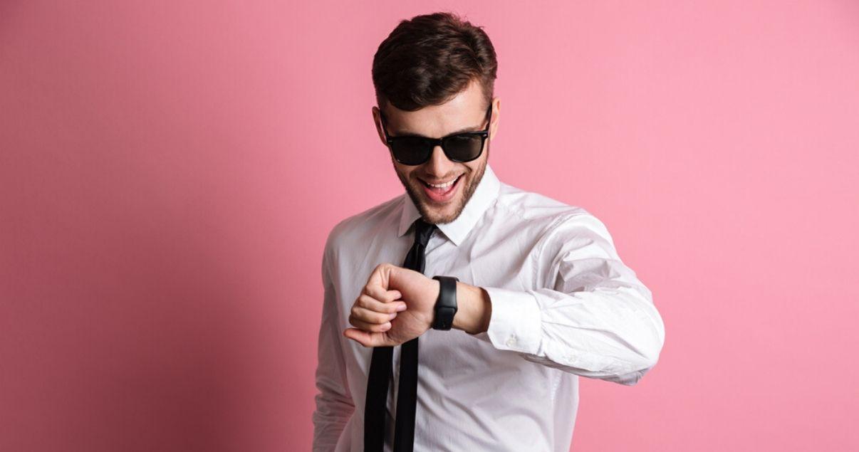 Hombre-a-fin-de-ano-mirando-resultados-de-inbound-marketing